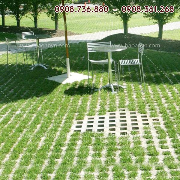 Khuôn gạch trồng cỏ 8 lỗ - Mã 004061